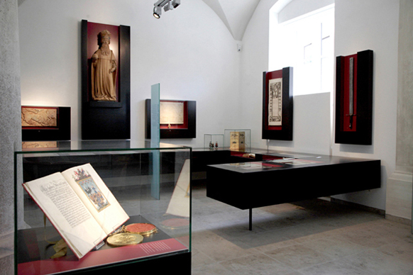 Picture of the eventExhibition on the history of Ulm in the historical vaulted hall of the Schwörhaus